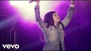 Video: Chris Tomlin – Revelation Song (Ft. Kari Jobe)